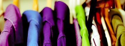 Oblečení na ramínkách Foto: Brian J. Matis / Flickr.com