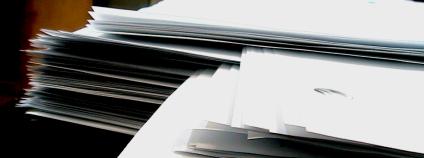Stoh papírů Foto: Joel Penner Flickr.com