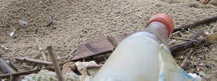 Odpadky na pláži Foto: Paul Souders / Flickr.com