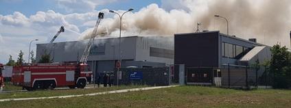 Požár haly s odpadem v pražských Kyjích Foto: Generální ředitelství Hasičského záchranného sboru ČR