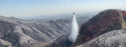 Hašení požáru lesa v Kalifornii Foto: Los Angeles Fire Department Flickr