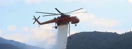 Hašení požáru helikoptérou v Řecku v srpnu 2021 Foto: EU Civil Protection and Humanitarian Aid Flickr