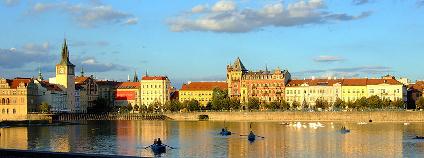 Smetanovo nábřeží v Praze Foto: Aktron Wikimedia Commons