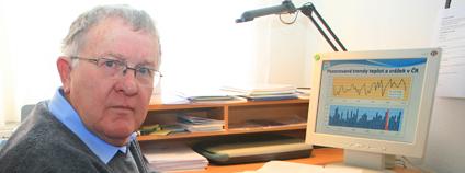 Klimatolog Jan Pretel ve své pracovně. Foto: Jan Rybář / Ekolist.cz