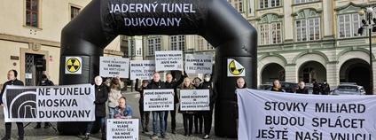 Z happeningu Ne jadernému tunelu Dukovany Foto: Ibra Ibrahimovič Hnutí Duha/Zelený kruh