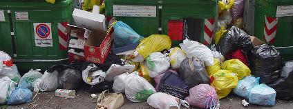Nevyvezený odpad v Římě Foto: Ben Salthouse / Flickr.com