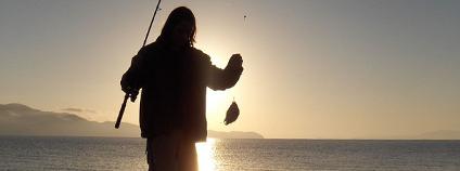 Rybář s úlovkem Foto: robstephaustralia' Flickr