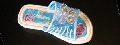 Jedna z bot, ve kterých Arnika nalezla nebezpečné ftaláty Foto: Arnika