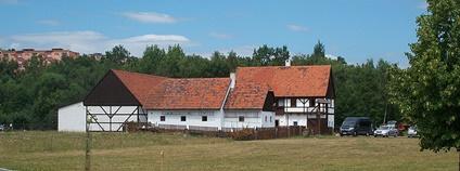 Skanzen Stará Ves v Zooparku Chomutov Foto: Aagnverglaser Wikimedia Commons