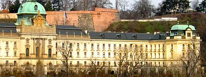 Strakova akademie - sídlo vlády. Foto: Packa/Wikimedia Commons