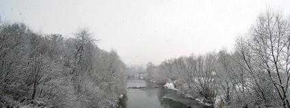 Rožnovská Bečva ve Valašském Meziříčí v zimě Fpto: Radim Holiš Wikimedia Commons