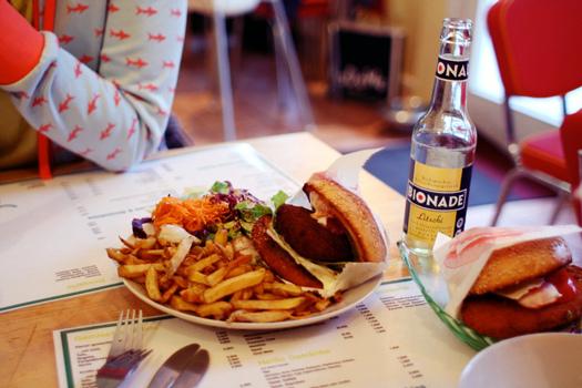 """Veggie burgery se mohou nazývat """"burgery"""", i když jsou bez masa, rozhodli europoslanci"""