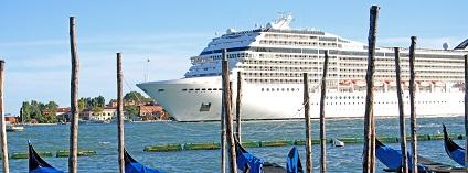Výletní lod v Benátkách Foto: BarbeeAnne pixabay
