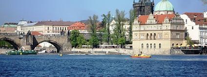 Vltava u Karlova mostu v Praze Foto: Aleš Herzog