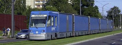 CarGo tram společnosti Volkswagen dopravuje v Drážděnech součásti pro automobily.