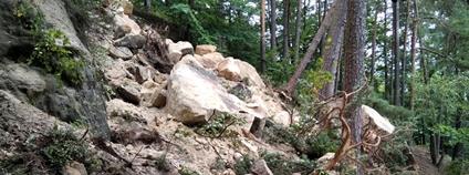 Skalní řícení u Koliště, turistická trasa uzavřena Foto: NP České Švýcarsko
