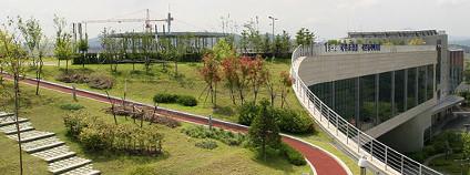 Zelen� st�echa Sejong Metropolitan Autonomous City v Ji�n� Koreji Foto: oshokim / flickr.com