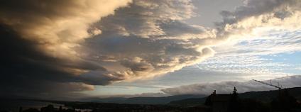 Dramatické mraky u Ženevského jezera